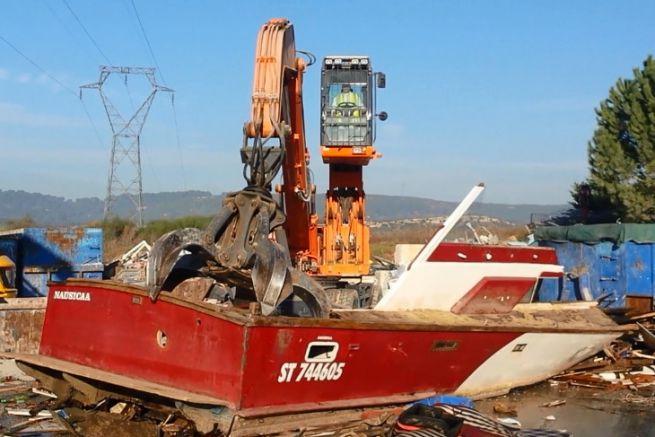 Déconstruction de bateau de plaisance