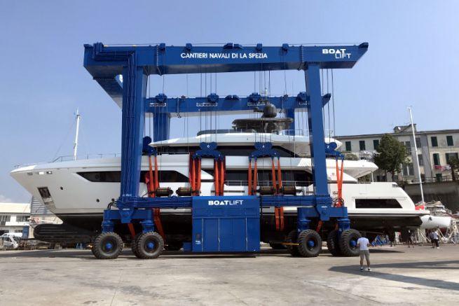Boatlift fabrique des portiques de mise à l'eau sur mesure