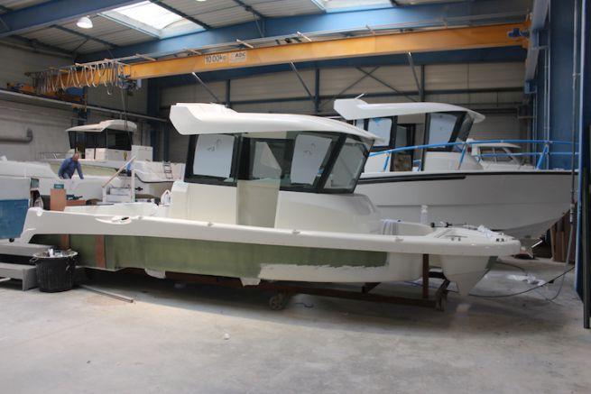 Construction de bateaux au chantier Ocqueteau
