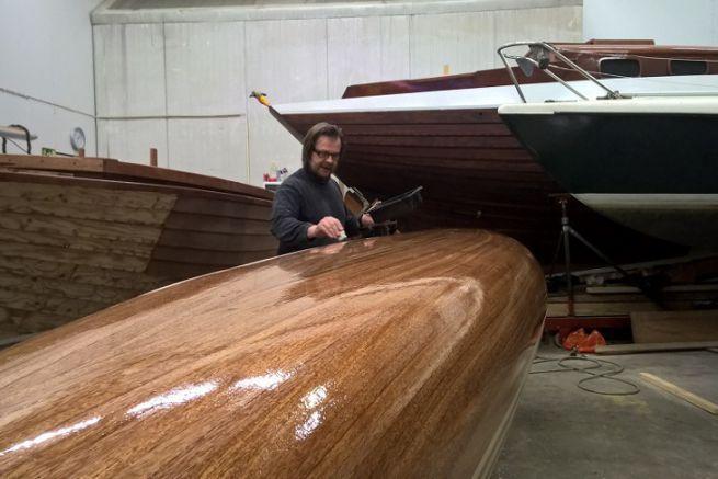 Canoë en bois réalisé avec les produits West System