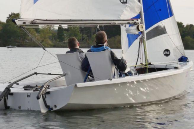 Navigation en RS Venture avec le kit de conversion Scanstrut pour le handivoile