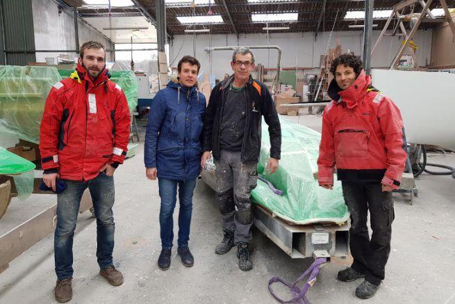 Arrivée des moules de l'Epoh au chantier Espace Vag (à droite, Yannick D'armancourt créateur de l'Epoh)