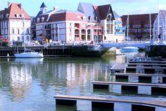 Nouveau ponton du port de plaisance municipal de Deauville