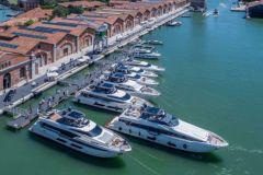 Yachts et bateaux de plaisance au coeur de l'Arsenal de Venise