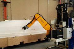 Ponçage d'un modèle de coque de bateau par un robot dans le cadre du Coroma Project