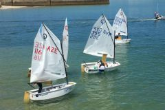 Optimist Erplast durant le championnat d'Europe de Crozon Morgat
