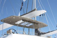 Bimini NV Equipment sur un fly-bridge de catamaran