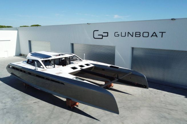 Catamaran Gunboat 68 n°1 devant le chantier à La Grande Motte