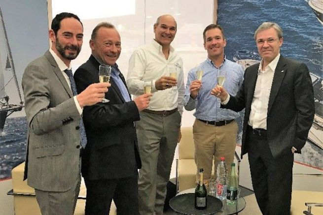 Les dirigeants du groupe Bénéteau, de Jeanneau et de Freedom Boat Club célèbrent leur accord