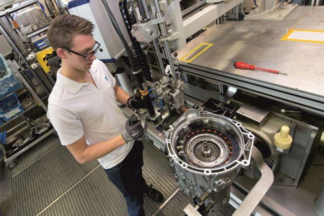 Assemblage de transmission de moteur hybride chez ZF
