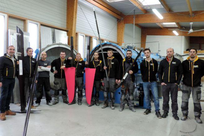 L'équipe d'Heol Composites devant l'autoclave