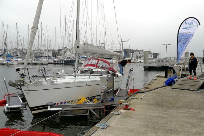 Service de lavage de bateau à flot