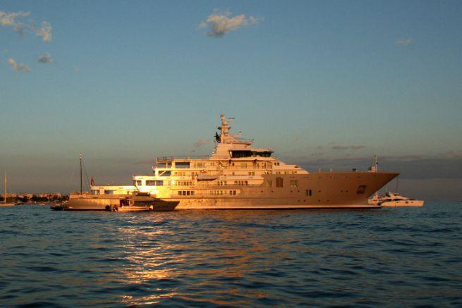 Le Yacht Ulysses avant son refit par Compositeworks