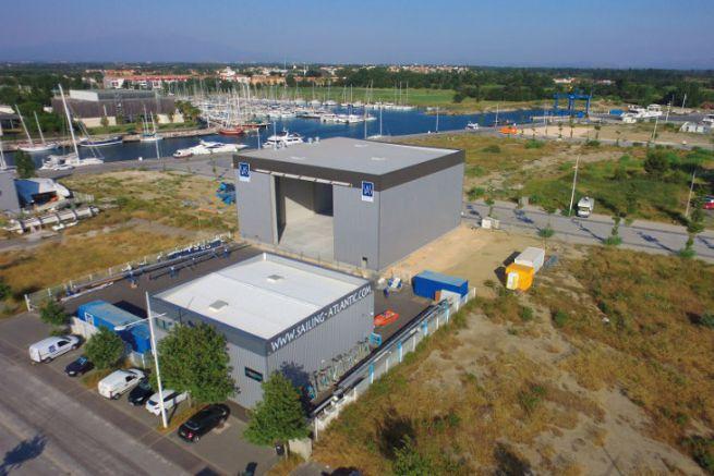 Site de préparation de bateaux de Sailing Atlantic Services de Canet-en-Roussillon