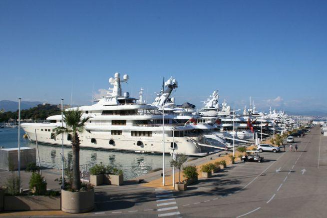 Yachts au port d'Antibes