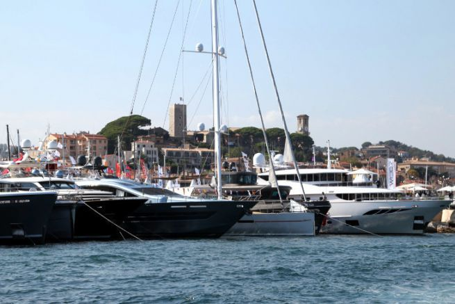 Yachts sur le port de Cannes