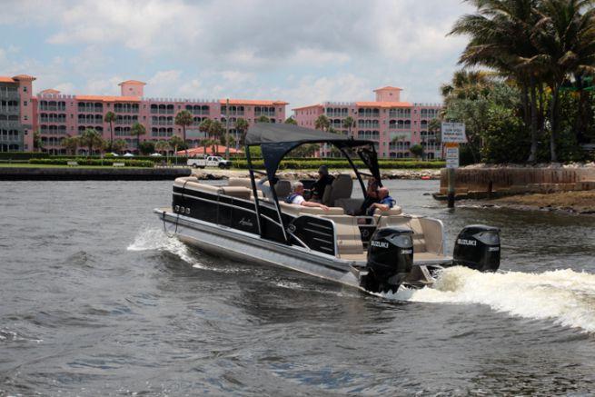 Pontoon boat en aluminium à Miami