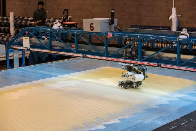Préparation de voile en 3Di au loft de la voilerie North Sails de Minden